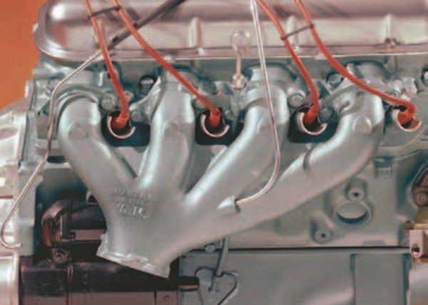 This factory photo of a 425-hp 396 Corvette engine shows an original passengerside performance exhaust manifold with casting number 3856302. The performance look of this manifold is reminiscent of the original Mark II race manifolds. (Photo Courtesy GM Media Archive)