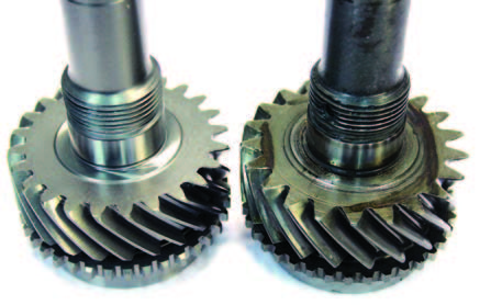 The early 24-tooth maindrive is on the left and the later 1966–1970 model with 21 teeth is on the right. Reducing the number of teeth made a huge difference in reducing breakage of this gear; it becomes stronger while keeping the same gear diameter. This gave it a thicker tooth profile. I always use an apple pie as an analogy. A pie divided into four equal pieces obviously has larger pieces than the same pie divided into eight pieces.