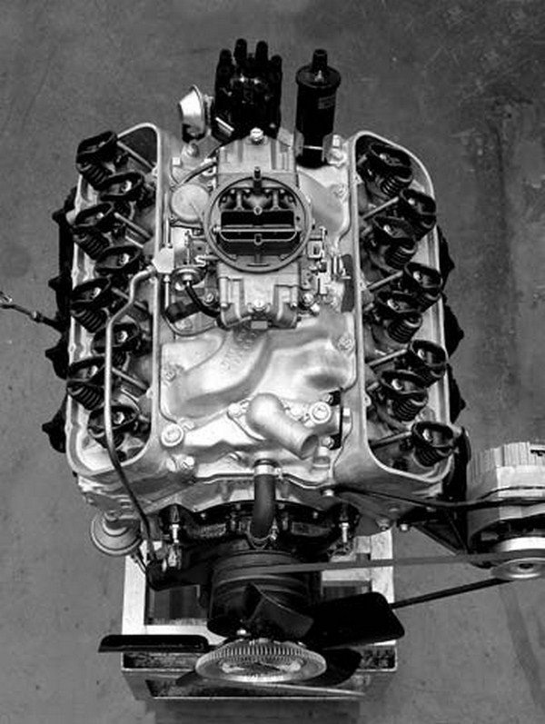 From the outset high-performance single 4-barrel big-blocks were offered in both 396- and 427-ci versions. They included heavy-duty internal components, hotter solid or hydraulic cams, aluminum intake manifolds, and high-performance Holley 4-barrel carburetors. (Photo Courtesy GM Media Archive)