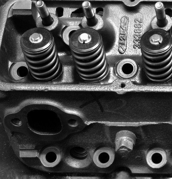 Comparing Cylinder Heads And Fasteners For Chevy Small