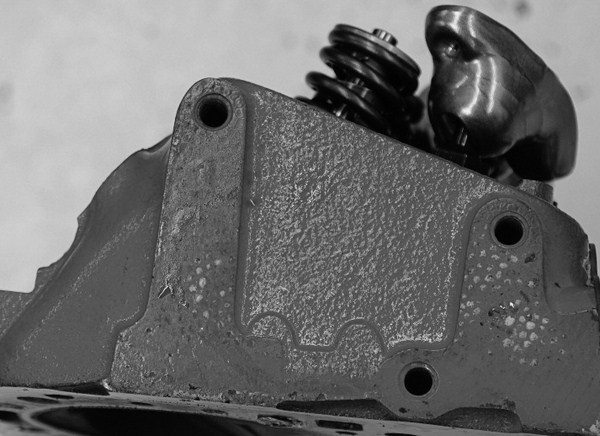 Comparing Cylinder Heads And Fasteners For Chevy Small Block Engines
