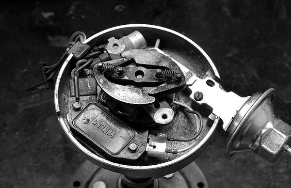 Comparing Ignition Systems and Fasteners for Chevy Small